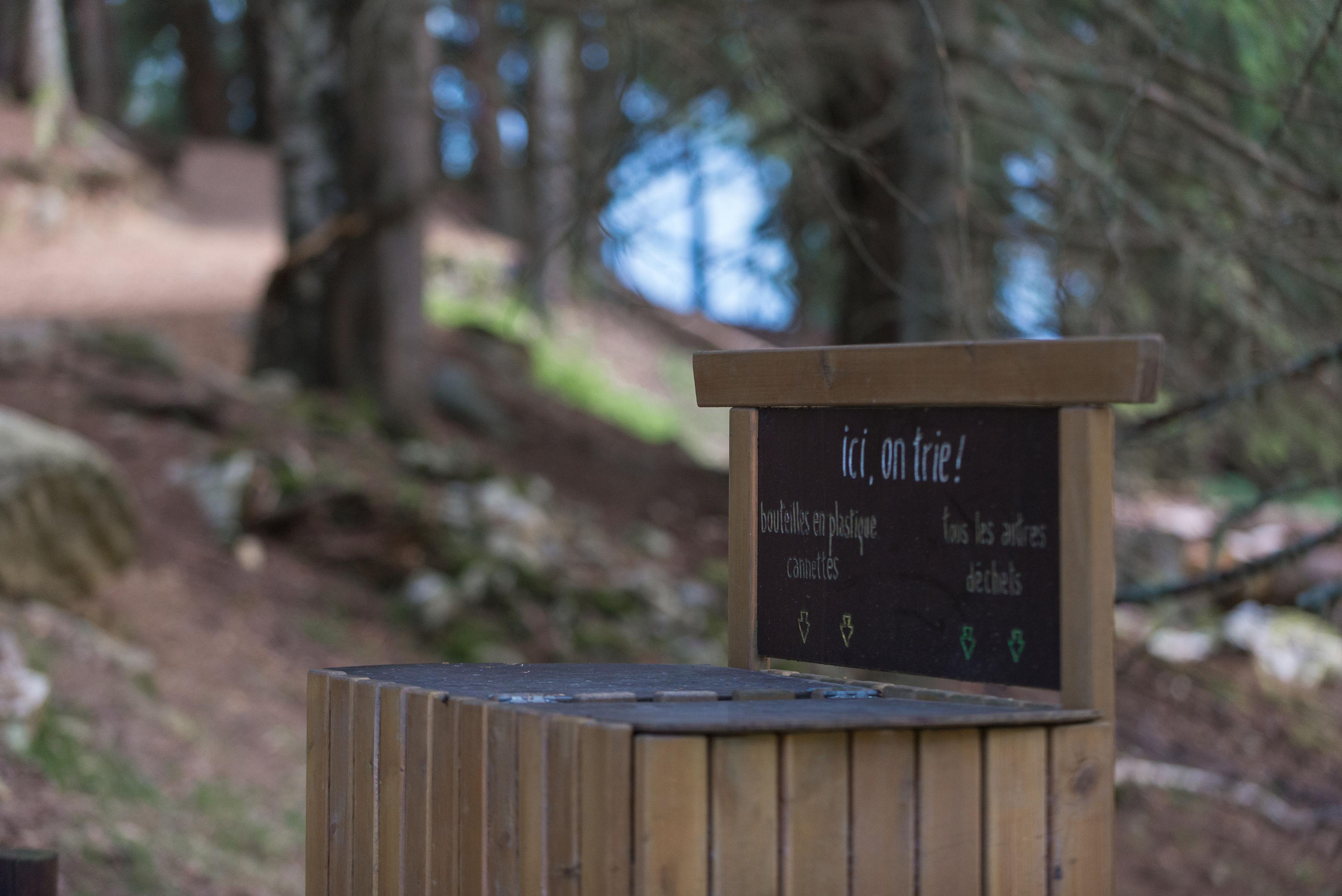 Bac de tri au parc de Merlet