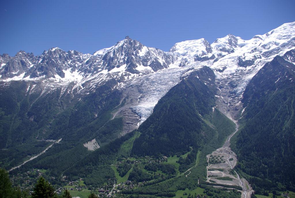 Vue sur le glacier des Bossons depuis le parc de merlet mai 2009