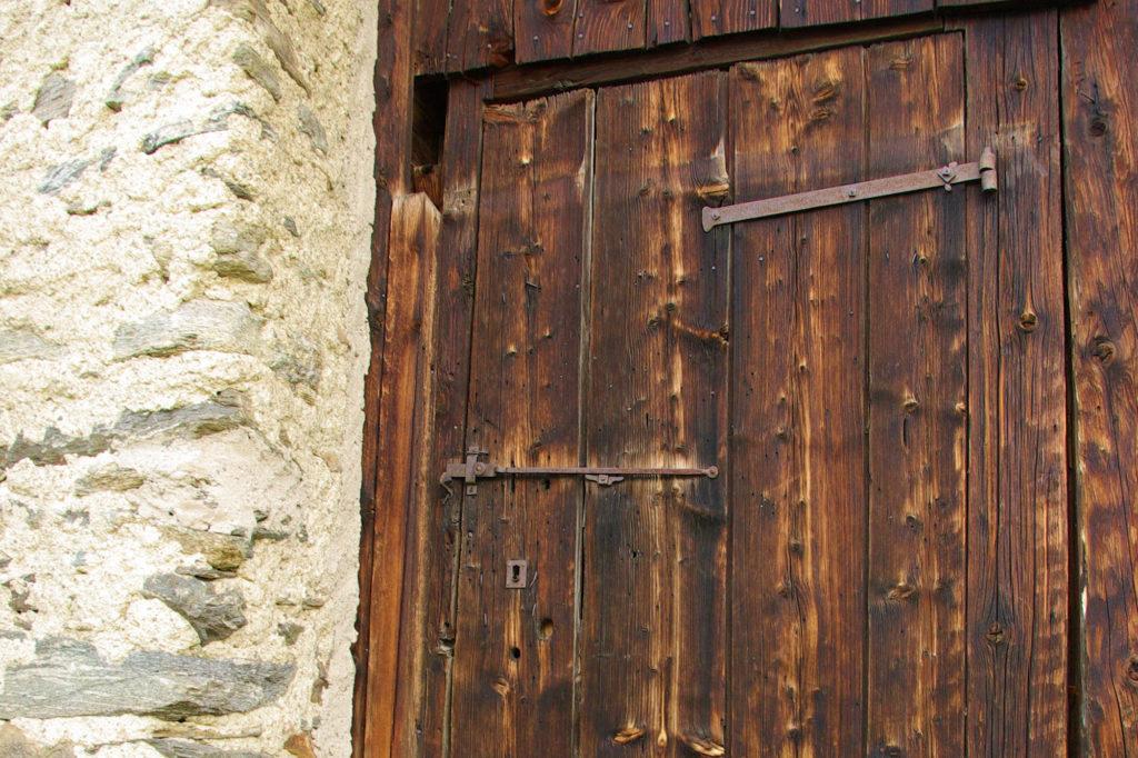 vieille porte au parc de Merlet