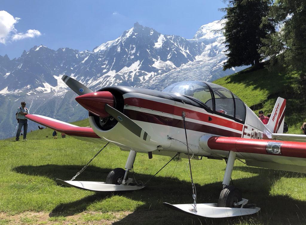 Avion sur l'altiport de Merlet