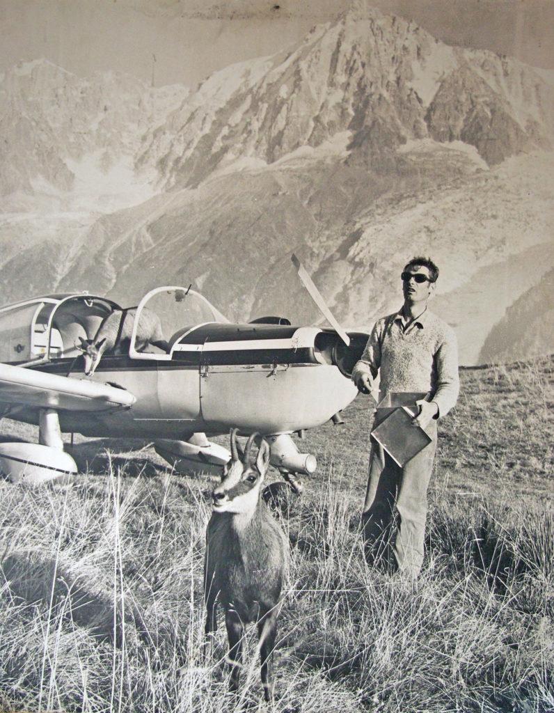 Philippe Cachat, son avion et Bambi le chamois à Merlet